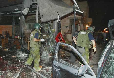 Til nå er minst 13 mennesker drept i de to angrepene utenfor Tel Aviv og i Jerusalem.