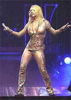 Britney Spears klaterer igjen på de britiske hitlistene. Denne gangen med låta