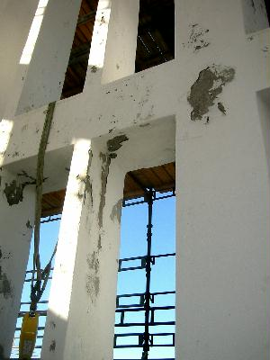 Murskader helt inn til armeringsjernet på domkirketårnet. Foto: Gunnar Sandvik
