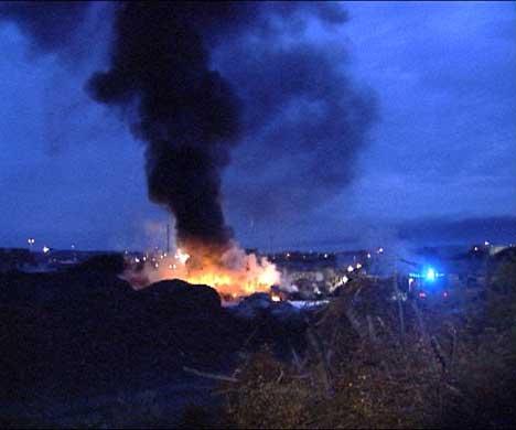 Flammene stod 20 - 30 meter opp i lufta ( Foto; Stephan Reis )