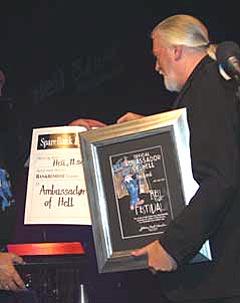 Jon Lord blir utnevnt til Ambassador of Hell 2003. Foto: Hell Bluesfestival.