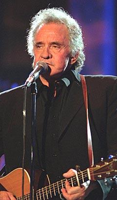 Johnny Cash under en konsert i forbindelse med hans inntreden i Rock and Roll Hall of Fame i Cleveland, Ohio. Foto: AP Photo / Mark Duncan.