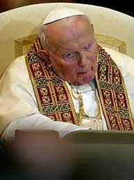 Det var en tydelig medtatt pave som ledet messen i Trnava-katedralen i går (Scanpix/Reuters)