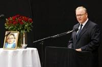 Sveriges statsminister Göran Persson hyllet sin avdøde kollega Anna Lindh. Foto: Sven Nackstrand, AFP/Scanpix.