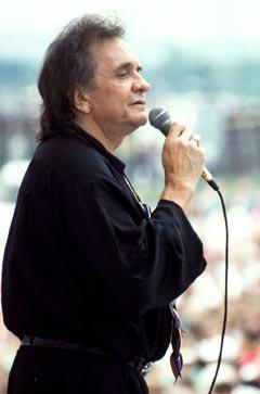 Johnny Cash døde i forrige uke, 71 år gammel. Her synger han i Nashville i 1992. Foto: AP Photo / Mark Humphrey.