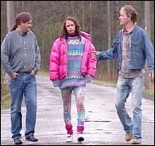 <b>Fra norsk filmvirkelighet: </b>Lena (midten) er veldig pen, men dessverre narkoman