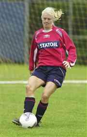 Solveig Gulbrandsen under treningen i Philadelphia torsdag. Norge spiller sin åpningskamp i fotball-VM mot Frankrike lørdag. Foto: Erlend Aas / SCANPIX