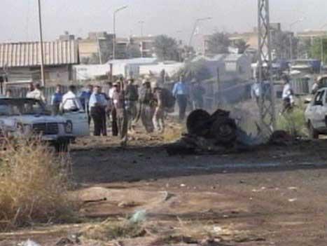 To menneske vart drepne og minst åtte skadde i ei sjølvmordaksjon utanfor FN-hovudkvarteret i Bagdad i dag tidleg. (Foto: Reuters TV)