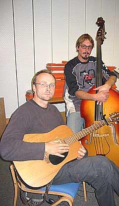 Felix Johansen (t.v) har fått med seg bassist Finn Tore Torkle på