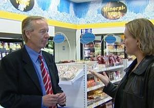 Erik Bagle informasjonssjef i Esso Norge sier de er interessert i å selge reseptfrie legemidler, til PULS reporter Merete Kildal.
