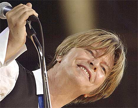 David Bowie klarer ikke å trekke 20.000 på Alfeim Stadion mener arrangør. Foto: Bernard Weil / AP.