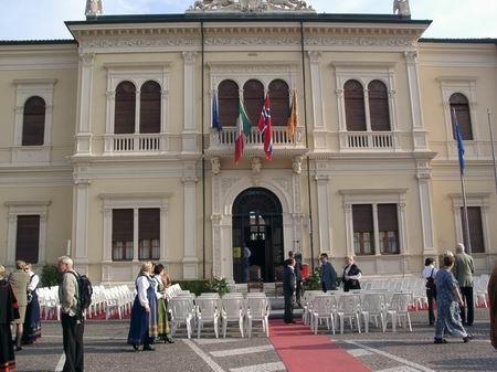 Festpyntet rådhus i Sandrigo