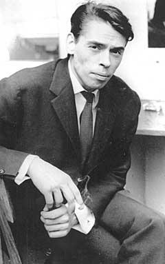 Jacques Brel (1929-1978) var en belgisk-fransk sanger, visedikter og komponist. Hans repertoar bestod i besk samfunnssatire og sanger om ensomhet og dødsangst. Brel virket fra 1966 som filmskuespiller, regissør og musikalartist. Foto: NTB-arkiv / Scanpix.