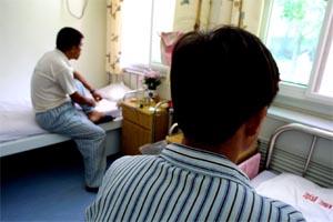 STORE TALL: Kinesiske tjenestemenn sier at det nå er 650.000 aidstilfeller i landet. (AP/Scanfix)