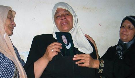 Selvmordsbomberens mor, Rahnah Jaradat, sørger over sin datter. (Foto: AP/Scanpix)