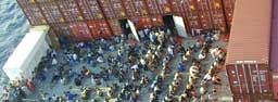 Afghanske flyktninger på Tampa august 2001. Foto: Scanpix