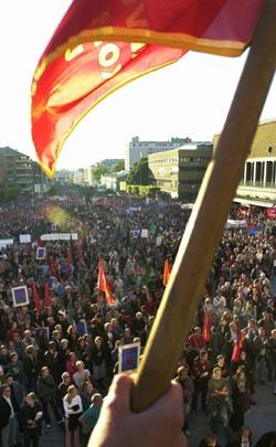 Tusenvis av fredelige demonstranter var i Göteborg under EU-toppmøtet. Men det var voldshandlingene som kom i sentrum (Foto: Scanpix).