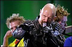 Rob Halford fra Judas Priest på scenen i 2001 (Foto: Scanpix)