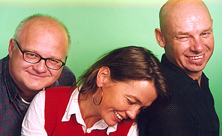 Du hører dem henholdsvis i Herreavdelingen, Kveldsmat og Thoresen, værsågod! Finn Bjelke, Kari Slaatsveen og Espen Thoresen.