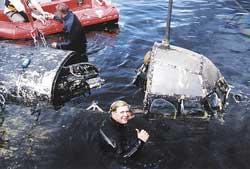 Espen Saastad, Tor Olav Sperre og Pål Erichsen hevet flyet i 2000.