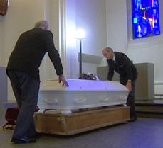 FBI fulgte uteseksjonen til begravelsesbyrået Jølstad. Regningen på denne begravelsen kom på omlag 40 000 kroner. Foto: FBI