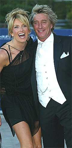 MTV vil følge Rod Stewart og Peggy Lancaster (hvis hun varer så lenge) i ny virkelighetsserie. Foto: Lionel Cironneau / AP.