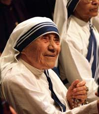 Albansk-fødte Mor Teresa fikk prisen for sitt arbeid i India i 1979. (Foto: P.Lepri, AP)