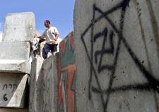Muren på Vestbredden har tatt store jafs av palestinsk land. (Foto: Scanpix)