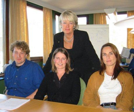 Fylkestrygdedirektør i Buskerud Ingeborg Sølverud sammen med de som etterforsker de alvorligste sakene. F.v Asbjørn Tømte, Beate Røine og Anne-Katrine Eriksen.