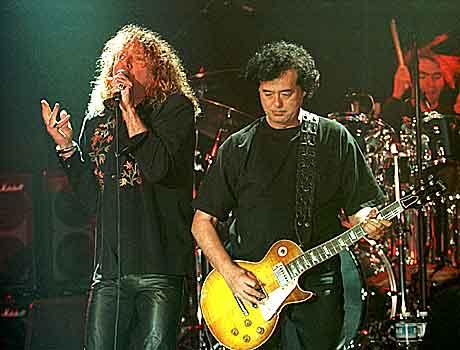 Robert Plant og Jimmy Page gjorde tidenes beste comeback i 1994. Det mener i alle fall rockprofessor Bjørn Ole Rasch. Foto: Murad Sezer, AP/Scanpix.