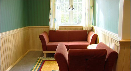 Et fargerikt interiør har virket positivt på både pasienter og ansatte på Østmarka.