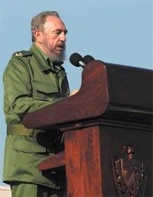 Cubas president Fidel Castro holder stand mot USAs press. (Foto: AFP/Scanpix)