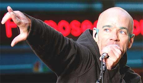28. november kan du høre Michael Stipe og REM på P1-scenen. Foto: Albert Ferreira, Reuters.