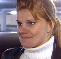 Annette Dale jobber som butikksjef på Kvadrat. Hun forteller om en mørklagt parkeringsplass. Hun blir skremt og redd.