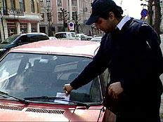 Brannmennene i Kongsvinger skal prøve seg som parkeringsvakt. (Foto: arkiv)
