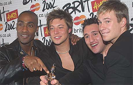 Blue vant pris for beste nykommer under Brit Awards 2002. Fre venstre: Simon Webb, Duncan James, Antony Costa og Lee Ryan. Foto: Alastair Grant, AP.
