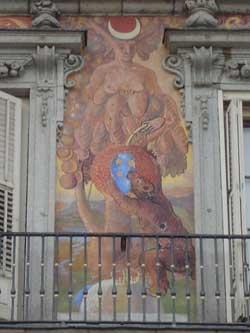 Fasadedetaljer på Plaza Mayor.