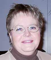 Ordfører i Bamble, Anne Blaker, vil gå gjennom kommuneorganisasjonen.