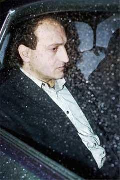 En totalt utmattet Gamal Hosein i bilen som førte han til fengslet etter kjennelsen i Agder lagmansrett (Foto: Erlend Aas/ Scanpix).