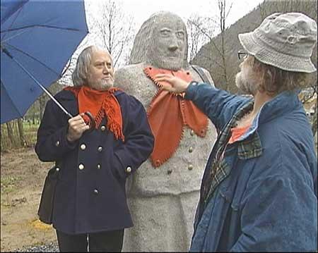 Torsheim blir i desse dagar òg heidra med eigen skulptur. Foto Ragnvald Søgnesand.