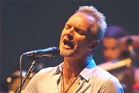 Sting vurderer å sende Rod Stewart en av sine 14 Grammy-priser. Foto: Francois Mori, AP Photo