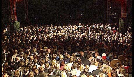 """5000 stykker ropte """"aå-åå-å-å-living daylight"""" før konserten startet. Foto: Øyvind Haram, nrk.no/musikk."""