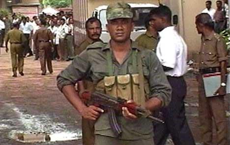 REKRUTTERER BARNESOLDATER: De tamilske tigrene tvangsrekrutterte over 700 barnesoldater i fjor, sier UNICEF. Tamiltigrene avviser anklagene. (Foto: APTN)