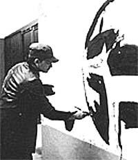 Illustrasjonene til Peter og Ulven stammer fra malerier som er opp til 4,8 meter bred. Foto: www.peterwolf.org