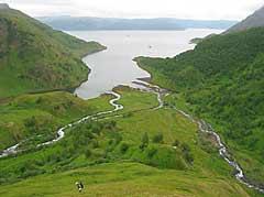 Hittil har det ikke vært mange fjellvandrere som har brukt området på Seiland. Bildet viser Store Bekkarfjord med Melkøyas utløp. (Foto: Johannes Abildsnes, Miljøstatus Finnmark)