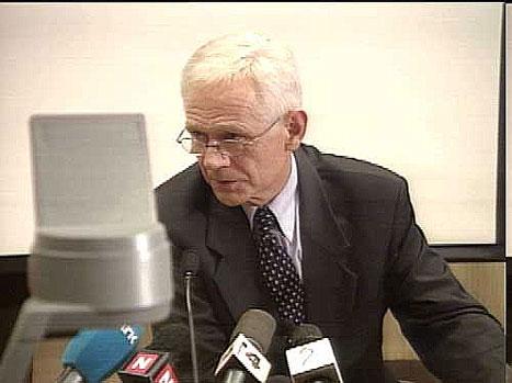 Victor Norman fotografert på pressekonferansen i ettermiddag. (NRK-foto)