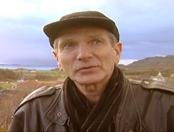 Journalist Victor Stein i Brønnøysunds Avis sier at folk i kommunen har latt seg lokke til å tjene raske penger. Foto: FBI