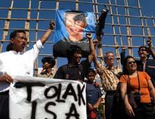 Demonstranter i Indonesia krever Suu Kyi løslatt. (Foto: A.Ibrahim, AP)