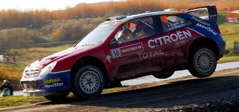 Psykologisk krigføring om gull i Rally-VM:Later Loeb som om han kjører safe og ikke for seier? (foto: Scanpix/Darren Staples)