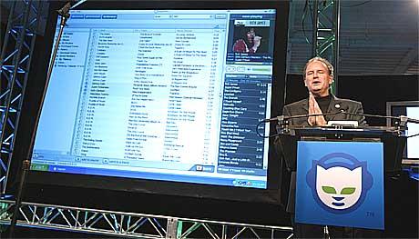 Salg av musikkfiler over nett har vært en suksess. 29. okotber lanserte Napster sin nye, lovlige tjeneste. Foto: Spencer Platt, AFP.